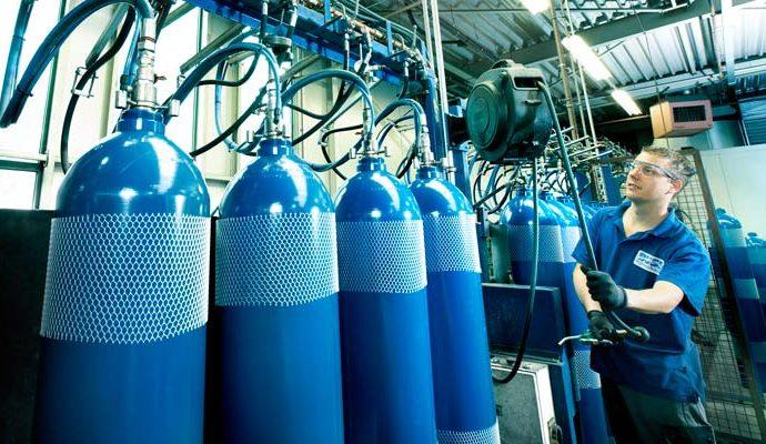 Geschafft: BUSE UK darf Flaschenprüfung abnehmen.